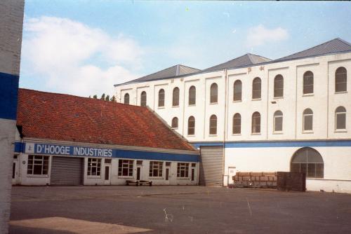 Het hoofdgebouw aan de Gaston Crommenlaan is nu de zetel van het Wit-Gele Kruis